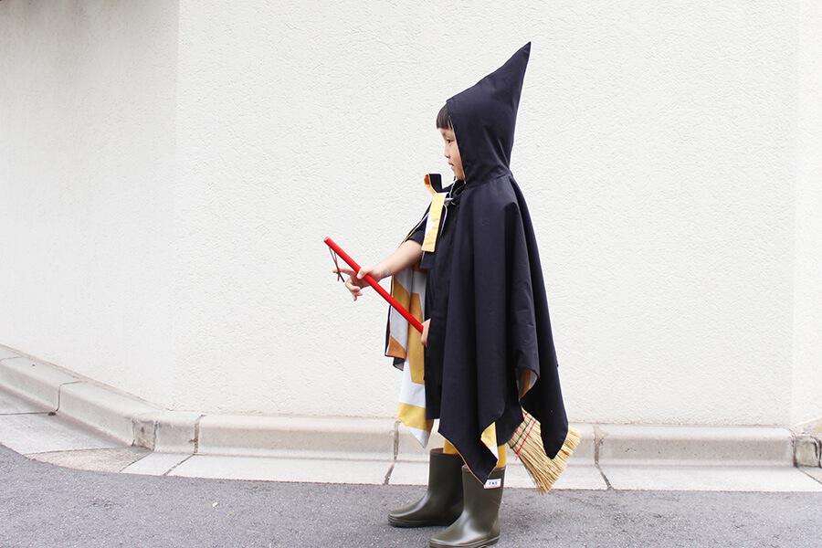 【手作りハロウィングッズ】1枚着るだけで仮装が完成!とんがりフードの魔女マントの作り方