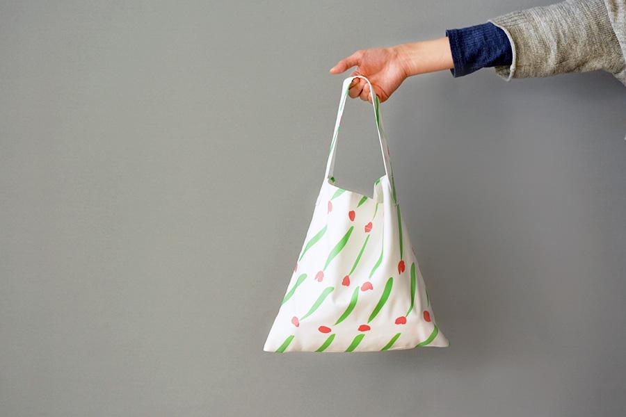 美濃羽まゆみさん『ていねいでやさしい暮らしの中の、手づくり布小物』からワンハンドルバッグを作ってみました